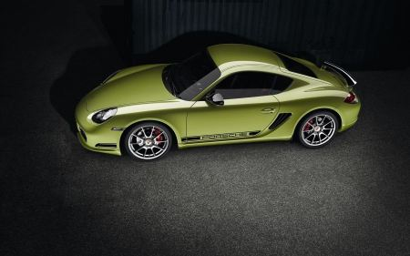 Free Porsche Cayman R 2011