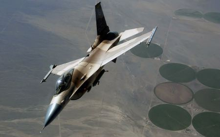Free An F 16 Fighting Falcon During A Red Flag Exercise Wide