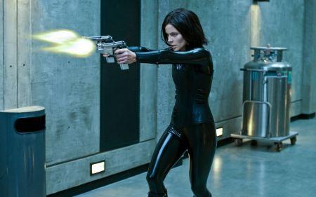 Free Kate Beckinsale Shooting Scene in Underworld Awakening Wallpaper