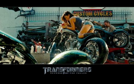 Free Megan Fox on Motorcycle in Transformers 2