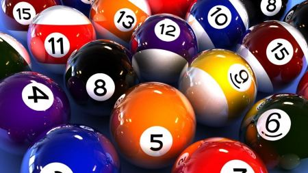 Free Abstract Colorful Balls Billiards Game