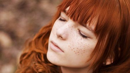 Free Redhead Girl With Freckles Wallpaper