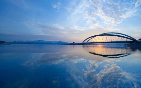Free Blue Water Bridge Reflection