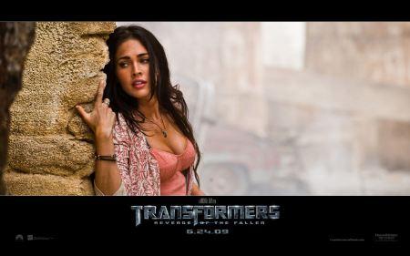 Free Megan Fox Scared Transformers 2 Wallpaper