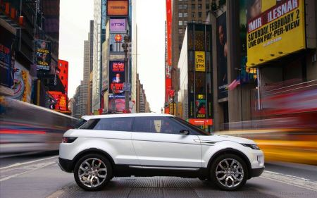 Free Range Rover in Times Square