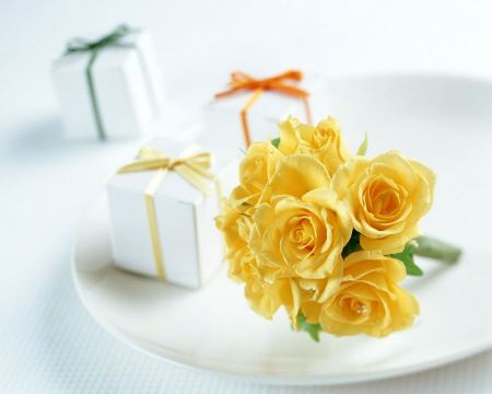 Free Yellow Roses and Gift Boxes